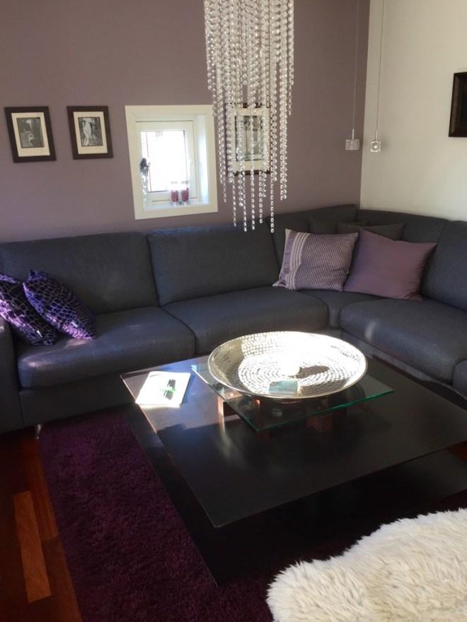 Sofakroken i stuen.