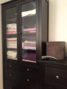 Tips: Eget skap til sengetøy, praktisk og oversiktlig. Eller lintøyskap om du vil, akkurat som før i tiden.