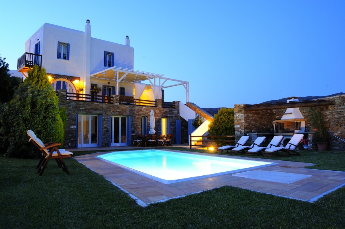 Romantic evenings in our villa with pool in Andros