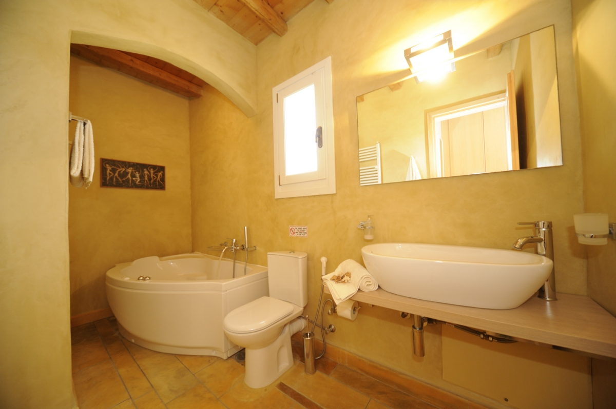 Jacuzzi in the master bathroom of Villa Helias