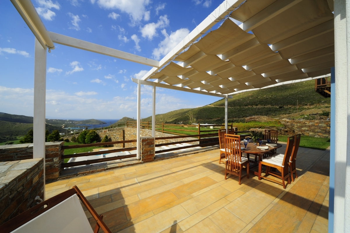 Veranda with direct sea view