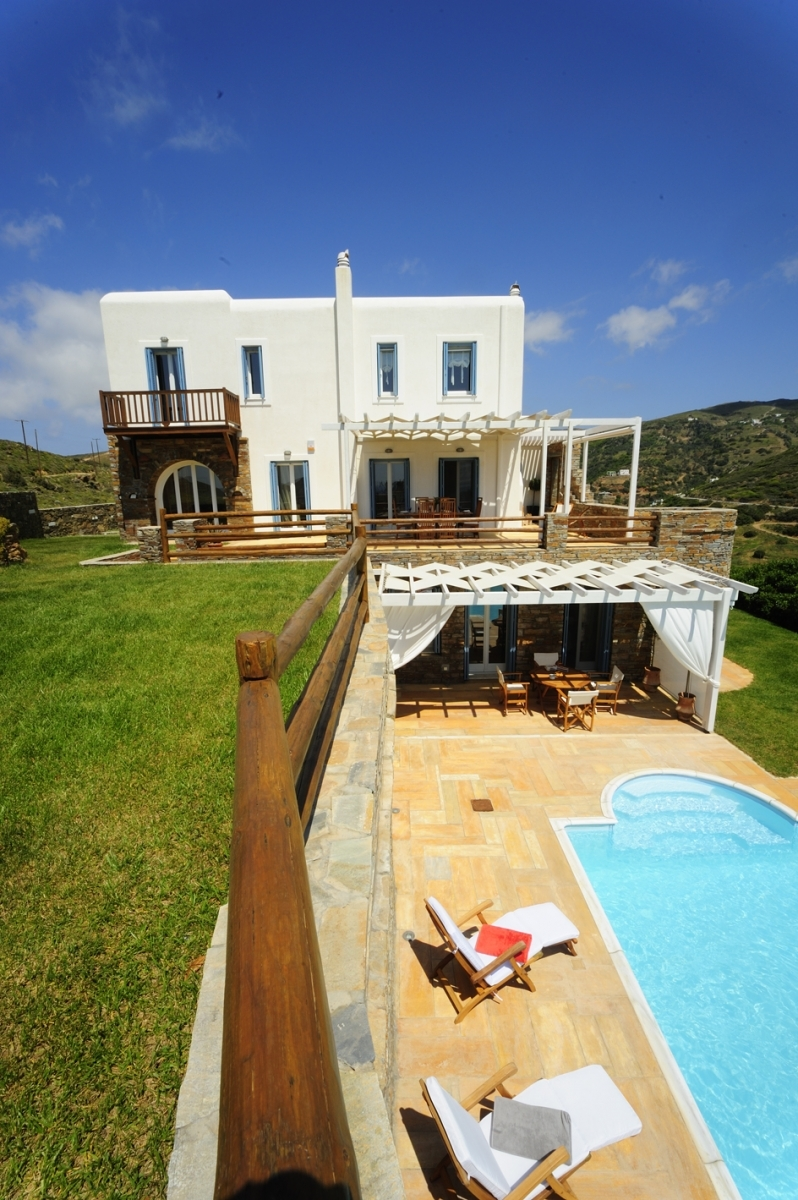 Overview of Villa Phivi, family villa with pool in Andros
