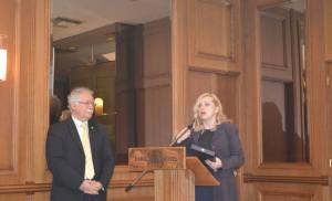 Τιμήθηκε η  Δημοσιογράφος και πολεμική ρεπόρτερ κ. Αθηνά Κρικέλη