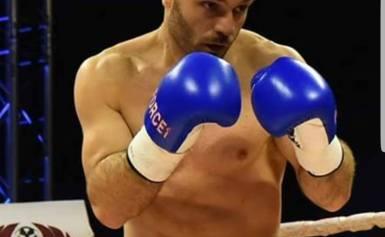 Ο Αρμάνι Ντανιελιάν υπέγραψε συμβόλαιό με τον Σύνδεσμο Επαγγελματικης Πυγμαχίας