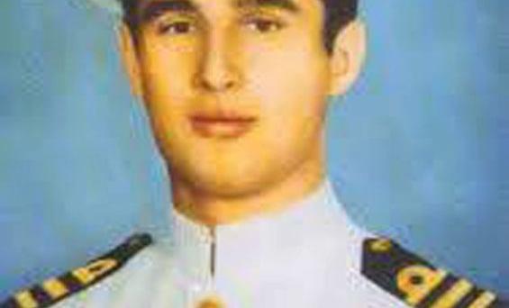 Υποπλοίαρχος Ελευθέριος Τσομάκης, Διοικητής της Ναυτικής Βάσης στην Κερύνεια το 1974, το πρωί του Σαββάτου της 20ης Ιουλίου 1974 βγαίνει με δύο τορπιλακάτους, τις Τ1 και Τ3, για να αντιμετωπίσει τον Τουρκικό Στόλο σε μία επιχείρηση αυτοκτονίας