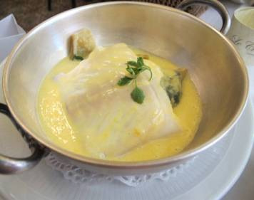 Dampet fisk i sitron-smørsaus.