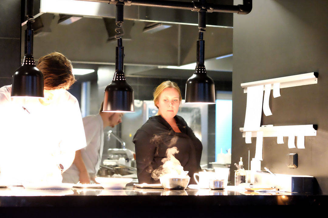 Kari Innerå på kjøkkenet.