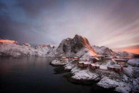 Hamnøy im Winter bei Sonnenaufgang
