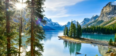 Morgenstimmung am Maligne Lake in Kanada