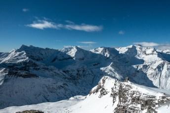 Aussicht vom Kreuzkogel auf die umliegende Bergwelt