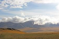Landschaft mit Wolken in der Mongolei