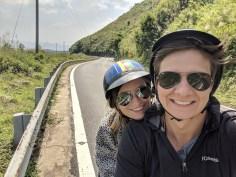 Zwei Reisende auf Motorrad
