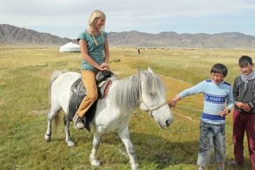 Reitunterricht auf Pferd für Wanderin