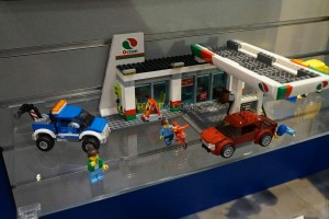 LEGO City 60132 Service Station 3