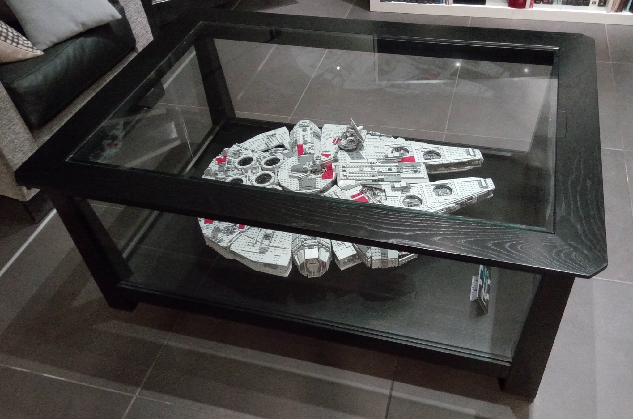 Wall Mount Tv Ideas For Living Room Exposer Son Millennium Falcon Lego Star Wars Hellobricks