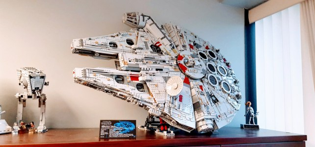 Support vertical LEGO 75192 Millennium Falcon UCS