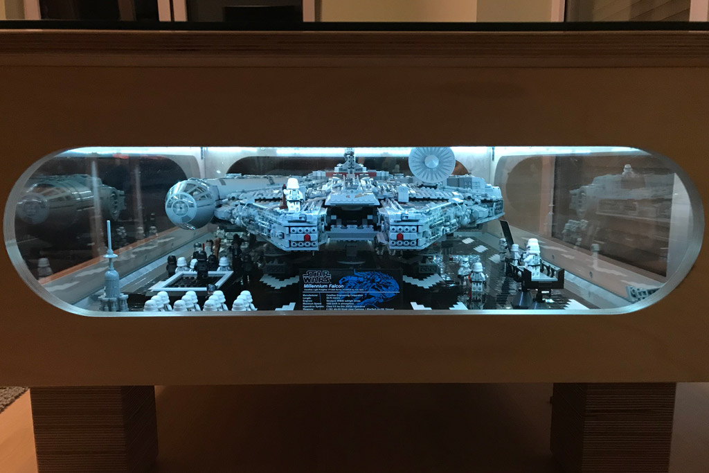 Table basse sur mesure pour le millennium falcon ucs lego for Interieur faucon millenium
