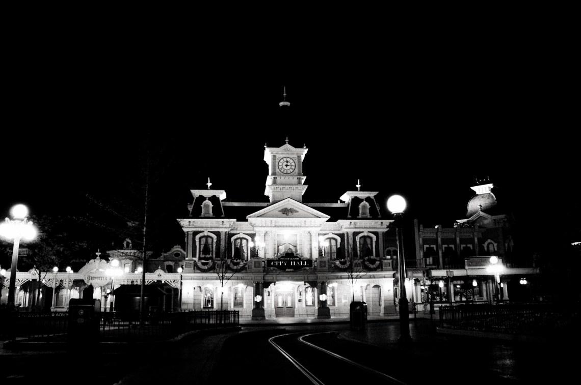 disneyland-paris-black-white-21