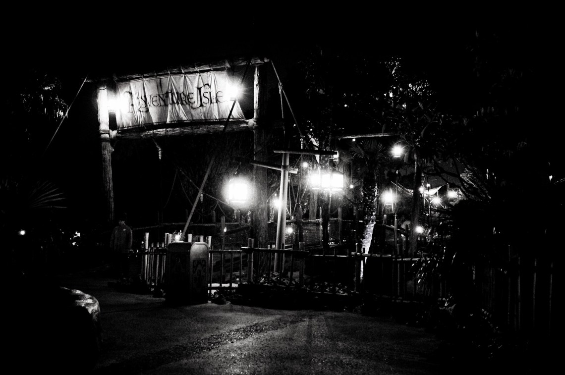 disneyland-paris-black-white-6