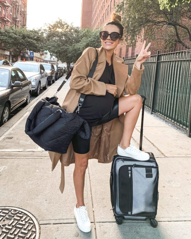 maternity travel style