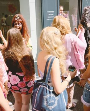 How to Wear Gyaru in Public