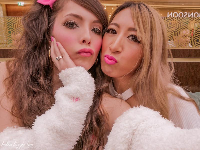 Gaijin gyaru Lizzie and Kei