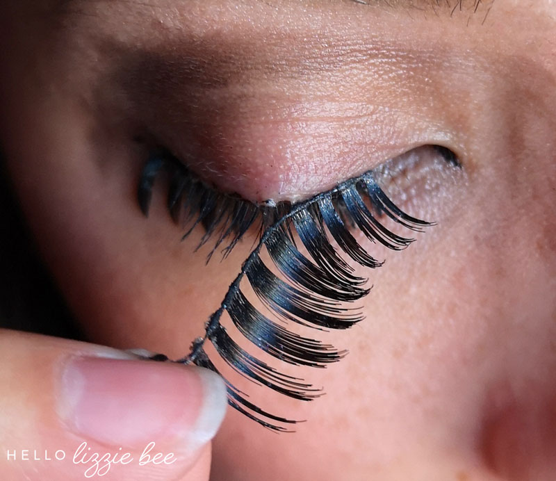 Removing false lashes