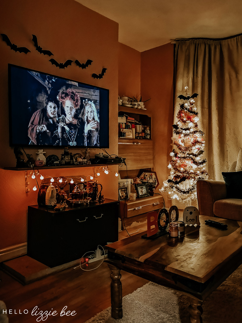 Spooky halloween room decor by hellolizziebee