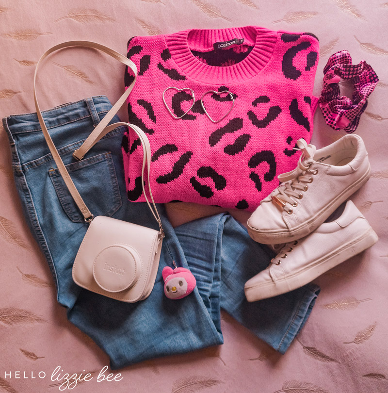 Casual outfit idea with pink leopard print sweater
