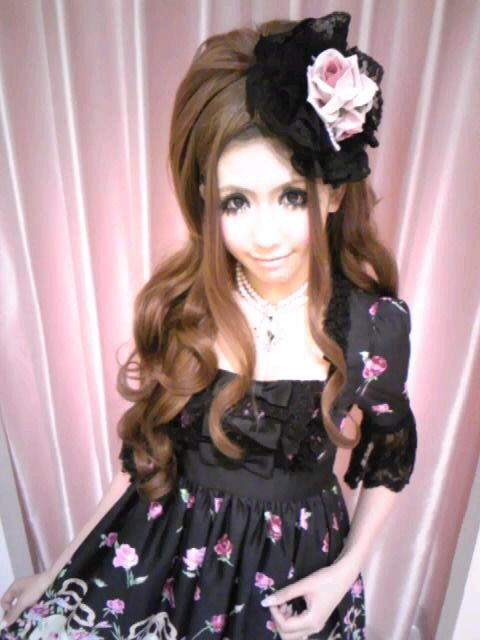 Minami - hime gyaru from Jesus Diamante, with dark hair
