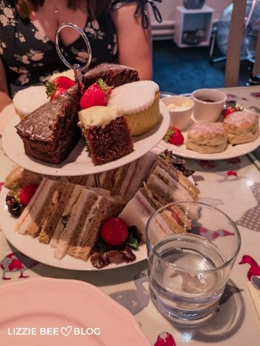 Afternoon tea at M's beauty parlour