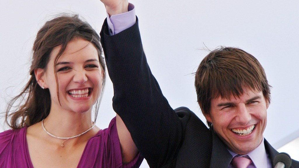 Tom Cruise and Katie Holmes aka Tomkat are getting a divorce. Here are the best tweets.