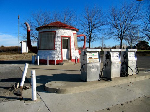 The Zillah teapot gas station.