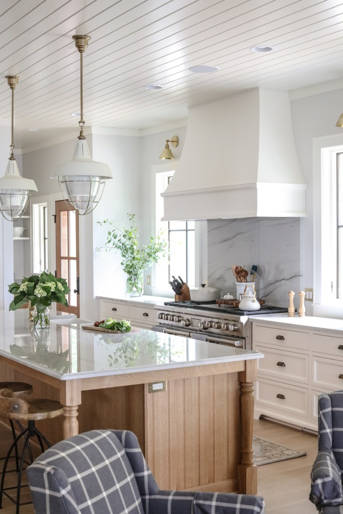 16 Simple Yet Sophisticated Kitchen Design Ideas - Hello ... on Traditional Kitchen Decor  id=24963