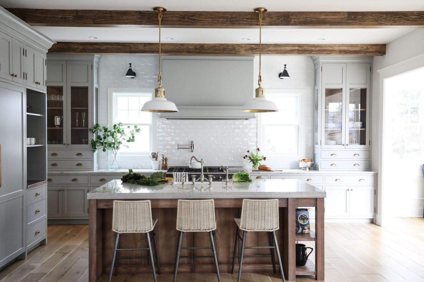 16 Simple Yet Sophisticated Kitchen Design Ideas - Hello ... on Traditional Kitchen Decor  id=79605