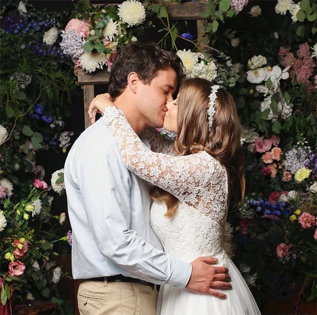 Bindi-Irwin-wedding-Chandler-Powell