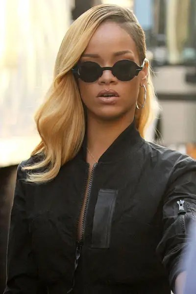 Rihanna Goes Blonde With A New Weave For Hairstyle Update