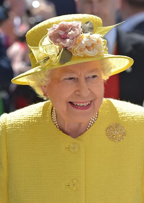 The Queen Wore A Yellow Outfit To The Epsom Derby Festival