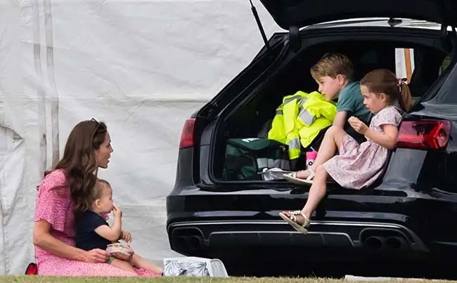 kate-middleton-with-her-children