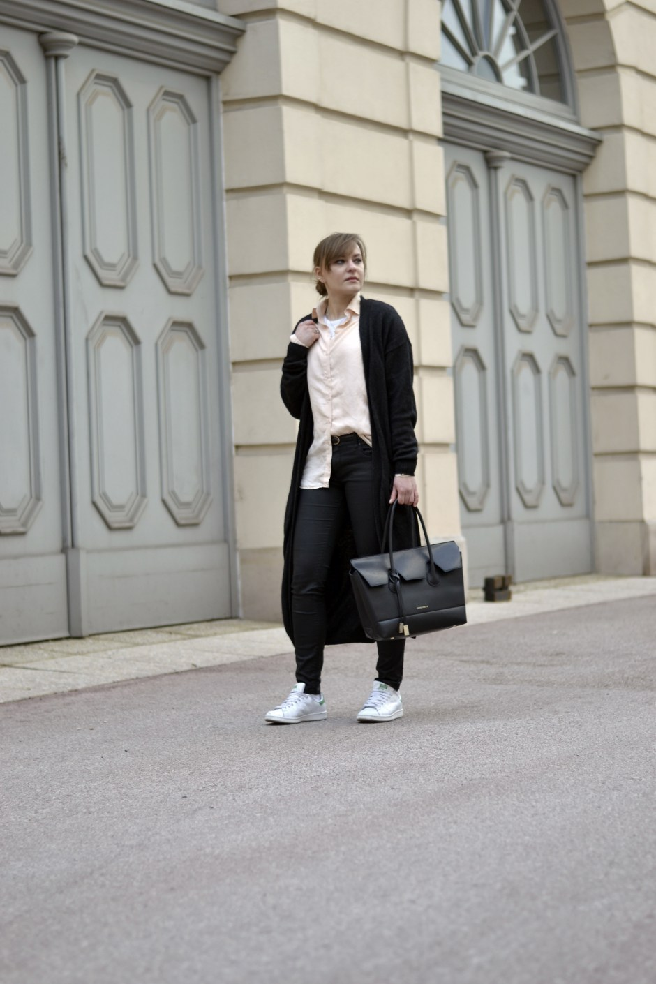 langer cardigan style sandbox fashion blog style outfit streetstyle mode oversized bluse weekday selected femme coccinelle shopper adidas stan smith wien vienna modeblog österreich austria fashion