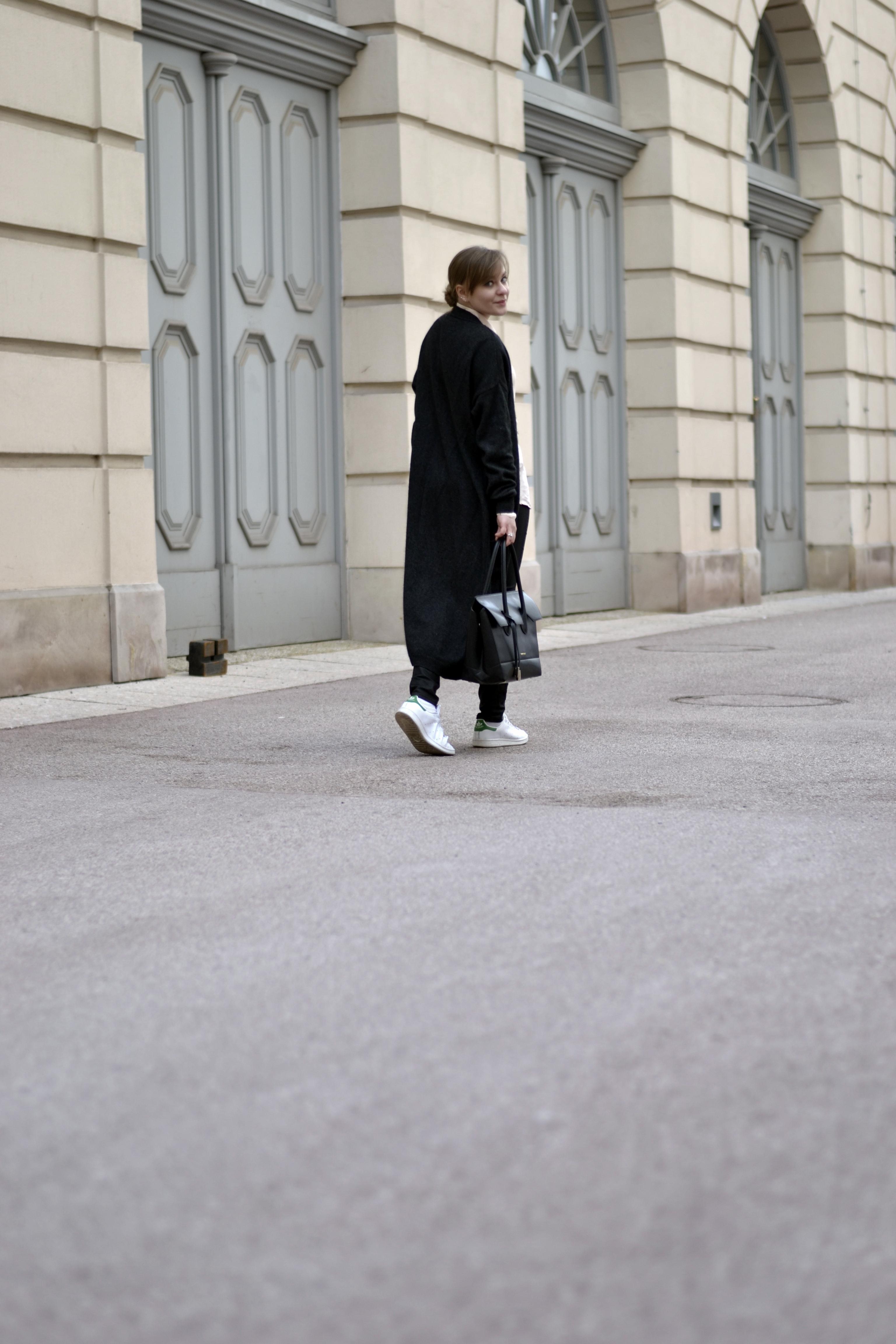 langer cardigan style sandbox fashion blog style outfit streetstyle mode oversized bluse weekday selected femme coccinelle shopper adidas stan smith wien vienna modeblog österreich austria fashion