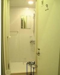 toilet dan kamar mandi warnet