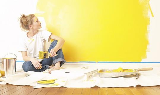 mengecat rumah