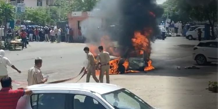 Luxury Car, Burning in Luxury Car, Central Spine, Central Spine Vidhyadhar, Luxury Car in Jaipur , Fire in Luxury Car, Burnt Luxury Car,