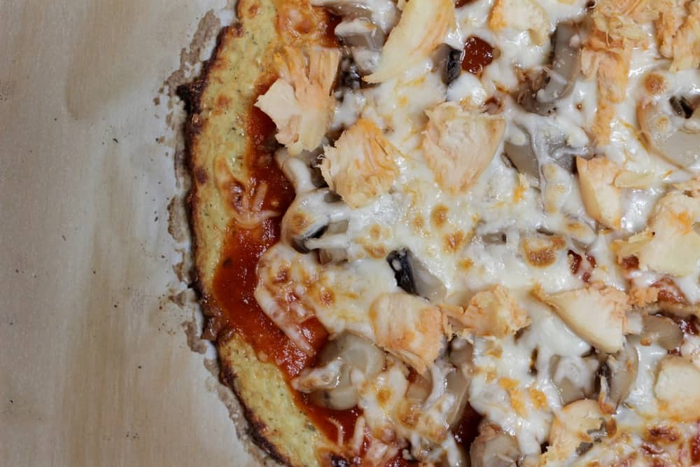 BBQ chicken pizza with cauliflower crust