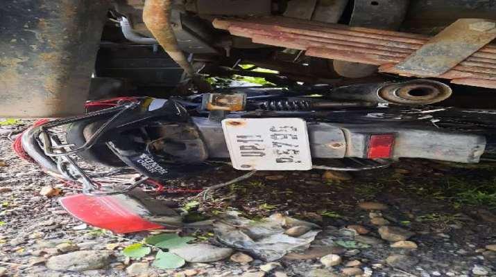 ट्रक और मोटरसाइकिल में आमने-सामने भिड़ंत, मोटरसाइकिल सवार दो युवकों की मौके पर ही मृत्यु 1