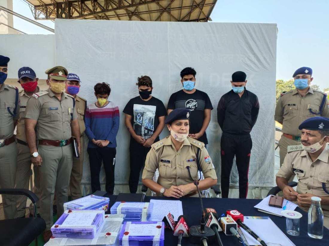 दून पुलिस ने आन लाइन सट्टे के अवैध करोबार में लिप्त अन्तर्राज्यीय गिरोह का किया पर्दाफाश, अम्बाला से 04 अभियुक्तों गिरफ्तार 2