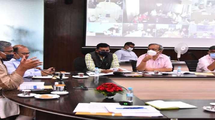 उत्तराखण्ड के उत्पादों का अम्ब्रेला ब्रांड बनाया जाएगा, ग्रोथ सेंटर लक्ष्य निर्धारित कर काम करें-मुख्यमंत्री त्रिवेन्द्र सिंह रावत 1