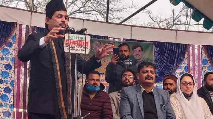 "Jammu & Kashmir: Warmly Received by Enthusiastic workers and public amidst sloganeering like ""Shanawaz zindabaad Modi Zindabaad, BJP zindabaad"" 1"