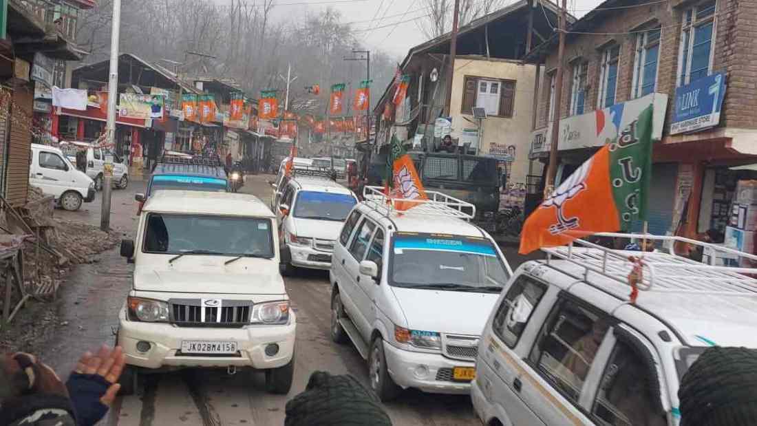 "Jammu & Kashmir: Warmly Received by Enthusiastic workers and public amidst sloganeering like ""Shanawaz zindabaad Modi Zindabaad, BJP zindabaad"" 2"